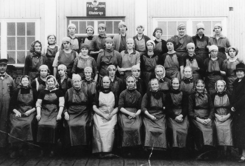 S14KGG 001123 - Arbeterskorna på konservfabriken i sina nya förkläden, 1926.