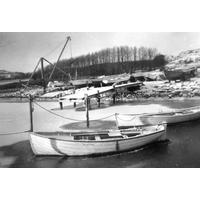 S14KGG 001143 - Infrusna båtar inne vid Sältan, idag Hamnplan, januari 1950.