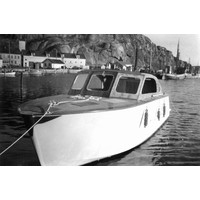 S14KGG 001148 - Köpman Sixten Åhlunds passbåt i Grebbestads hamn.