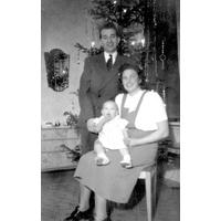 S14KGG 001108 - Gustav Hedemyr, köpman med fru Irene och dotter Marianne