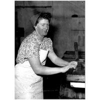S14KGG 001141 - Konservarbeterskan Gerd Hellman, dotter till konservarbeterskan Mina Hellman. 1960-tal.